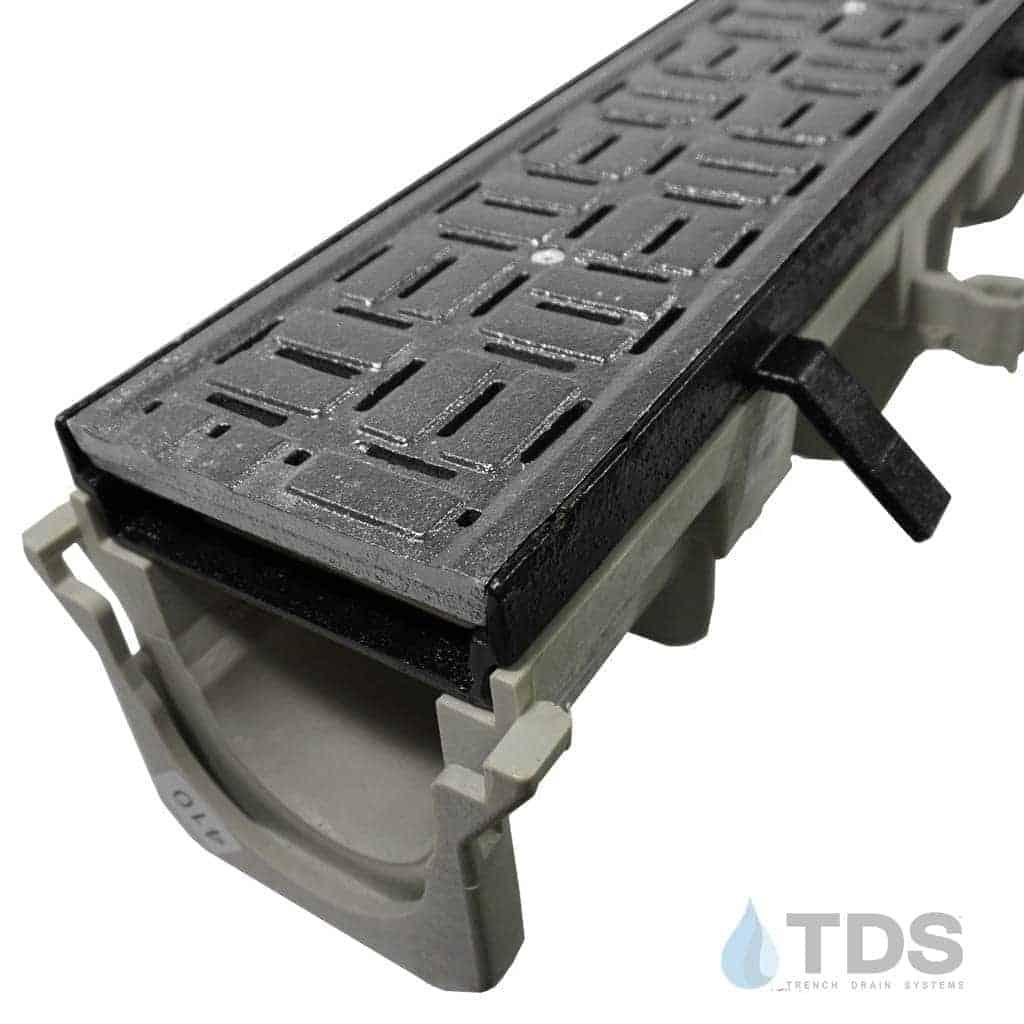 NDS-Dura-DI-604-DK cast iron frame deco cast iron brick grate hpde channel NDS