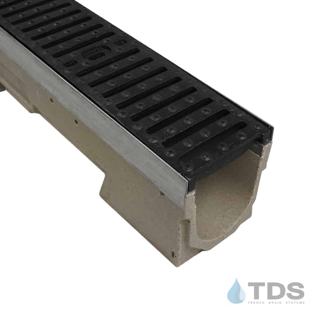 ULMA U100K with Galvanized Edge and Ductile Iron Slotted Grate Class E